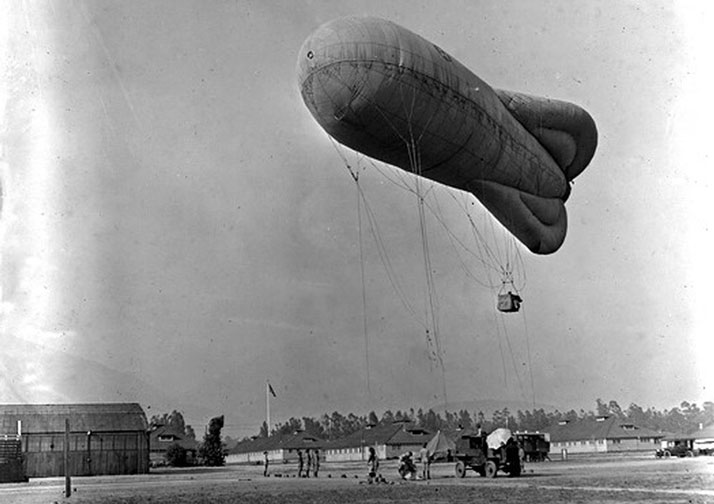 The U.S. Ballon Corps train with A WWI Type R observation balloon at Ross Field in Arcadia, California. Photo: Courtesy of UCLA Library